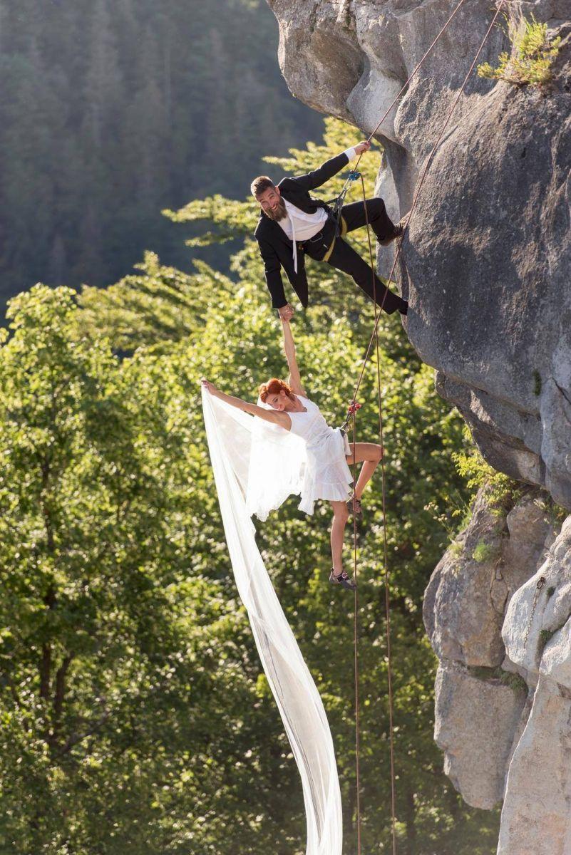 Pivoňková svadba na skale